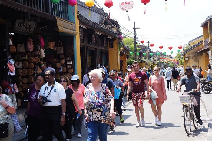 Photo of Việt Nam tiếp tục miễn Visa cho du khách:Nga, Nhật Bản, Hàn Quốc,…